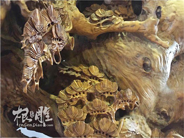 藏品取材于江西原始森林的一段千年古樟的老树根 ,由屠一道大师跟两